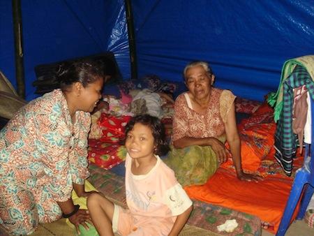 Tenda darurat untuk korban gempa SumBar (kondisi di dalam)