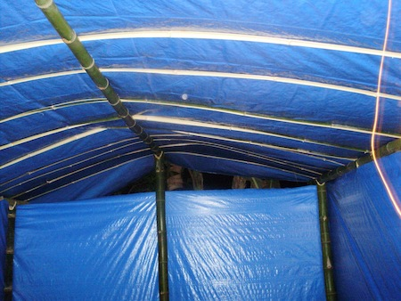 Tenda darurat untuk korban gempa Sumbar (konstruksi dalam)